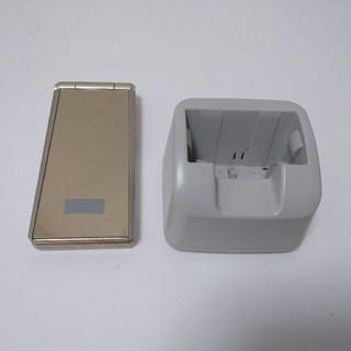 フジツウ(富士通)のdocomo F-07F ゴールド 8/20 454(携帯電話本体)