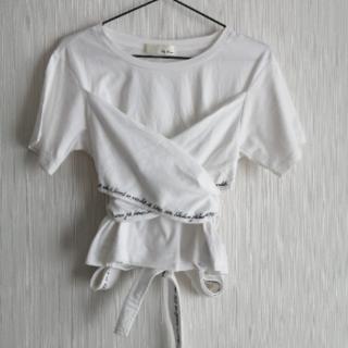 リリーブラウン(Lily Brown)のリリーブラウン バックリボン 刺繍 Tシャツ(Tシャツ(半袖/袖なし))