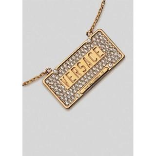 ヴェルサーチ(VERSACE)の新品VERSACEロゴダイヤプレートペンダントゴールドネックレスヴェルサーチェ(ネックレス)