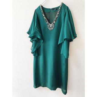 アーバンリサーチ(URBAN RESEARCH)の美品 カエン ビジュー付きドレス グリーン 二の腕カバー  ワンピース(ミディアムドレス)