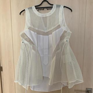 サカイ(sacai)のsacai  white  tops(シャツ/ブラウス(半袖/袖なし))