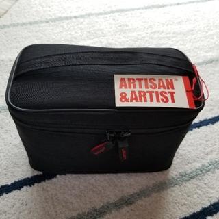 アルティザンアンドアーティスト(Artisan&Artist)の【値下げしました】新品未使用 ARTISAN&ARTIST バニティポーチ(メイクボックス)