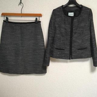 シューラルー(SHOO・LA・RUE)のシューラルー ノーカラー スカートスーツ 上S下M W70 入学入園 DMW(スーツ)