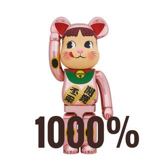 メディコムトイ(MEDICOM TOY)の新品未使用 BE@RBRICK 招き猫 ペコちゃん 桃金メッキ 1000%(その他)
