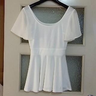リップサービス(LIP SERVICE)のペプラム シャツ 美品 白(シャツ/ブラウス(半袖/袖なし))
