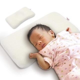 ファミリア(familiar)のバンビノ ベビー枕 カバー二枚付き(枕)