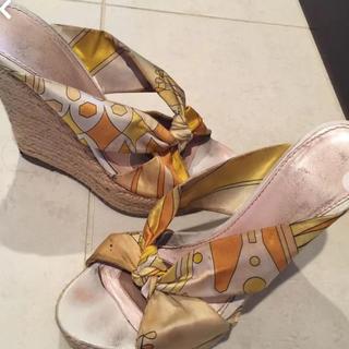 エミリオプッチ(EMILIO PUCCI)のエミリオプッチ サンダル 黄色 スカーフ リボン 靴 23.(サンダル)