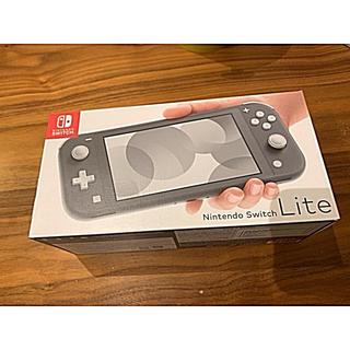 ニンテンドースイッチ(Nintendo Switch)の【新品】Nintendo Switch Lite グレー(家庭用ゲーム機本体)
