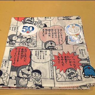 ショウガクカン(小学館)のドラえもん50周年 コミック柄ハンカチ 赤 50th(ハンカチ)