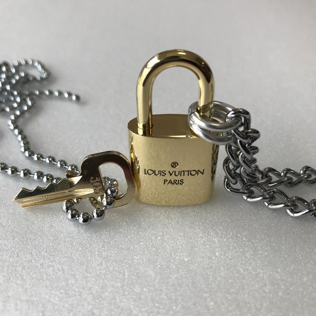 LOUIS VUITTON(ルイヴィトン)のLOUISVUITTON パドロック カデナ 南京錠 鍵有り 303  メンズのアクセサリー(ネックレス)の商品写真