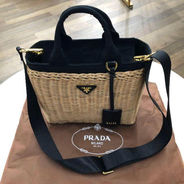 PRADA(プラダ)の【美品】PRADAかごバック♡ レディースのバッグ(かごバッグ/ストローバッグ)の商品写真