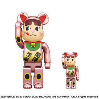 メディコムトイ(MEDICOM TOY)のBE@RBRICK 招き猫 ペコちゃん 桃金メッキ 100% & 400%(フィギュア)