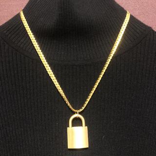 バレンシアガ(Balenciaga)の「カワグチジン 着用」南京錠ゴールドチェーンネックレス 1点(ネックレス)