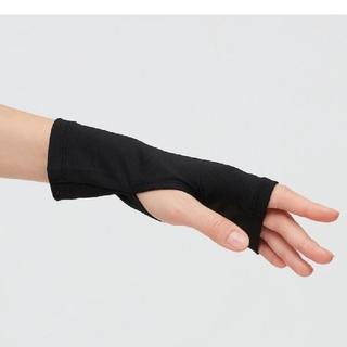ユニクロ(UNIQLO)の【新品未使用】エアリズム UVカット メッシュアームカバー 1組セット(手袋)