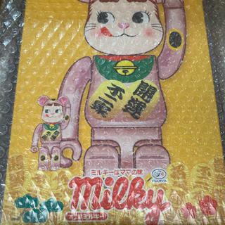 メディコムトイ(MEDICOM TOY)のBE@RBRICK 招き猫 ペコちゃん 桃金メッキ 100% & 400%(その他)