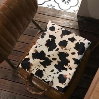 アングリッド(Ungrid)のカウデザイン プリントバッグ 牛柄 秋物 オータム ウィンター レディース (ハンドバッグ)