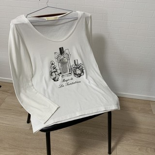 イエナスローブ(IENA SLOBE)の値下げ♥️【送料込】IENA  SLOBE 香水瓶柄長袖Tシャツ(Tシャツ(長袖/七分))