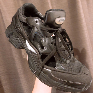 ラフシモンズ(RAF SIMONS)のrafsimos adidas ozweego 黒塗装(スニーカー)