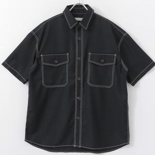 センスオブプレイスバイアーバンリサーチ(SENSE OF PLACE by URBAN RESEARCH)の【美品】アーバンリサーチ ステッチアウトCPOシャツ(5分袖) 黒 ブラック(シャツ)