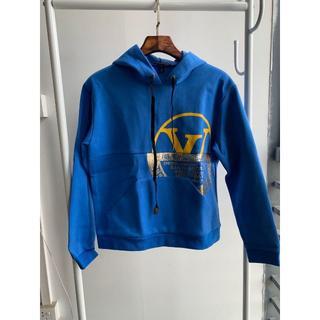 ルイヴィトン(LOUIS VUITTON)の鮮やかなブルー♪LV☆ワールドスタンプスウェットパーカ☆(パーカー)
