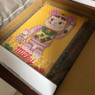 メディコムトイ(MEDICOM TOY)のBE@RBRICK 招き猫 ペコちゃん 桃金メッキ 100% & 400% (その他)