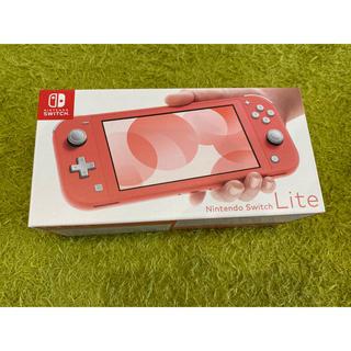 ニンテンドースイッチ(Nintendo Switch)のニンテンドースイッチlite コーラル(携帯用ゲーム機本体)