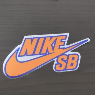 ナイキ(NIKE)の(縦7.8cm横15.3cm)NIKESB ステッカー(スケートボード)