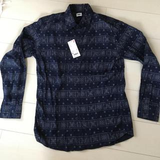 ユニクロ(UNIQLO)の新品タグ付きメンズ長袖フランネルプリントシャツネイビー(シャツ)