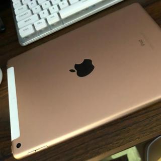アイパッド(iPad)のiPad 第6世代 ゴールドピンク 表面細かなキズ多数(タブレット)