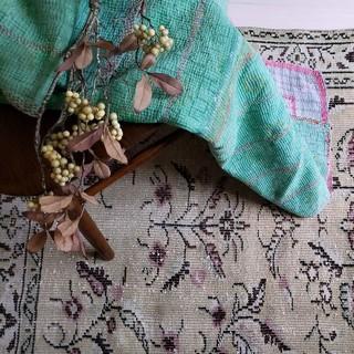 イデー(IDEE)の秋にも素敵♪Green×チェックのラリーキルト インド 刺繍   カンタ刺繍(シーツ/カバー)