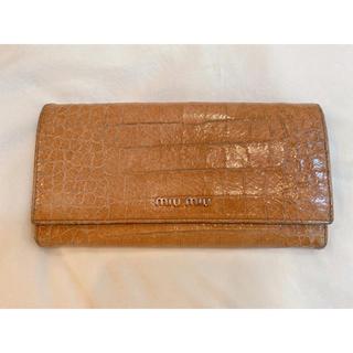 ミュウミュウ(miumiu)の【値下げ】miumiu クロコ型押しレザー 長財布(長財布)