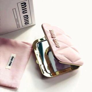ミュウミュウ(miumiu)のmiumiu ミュウミュウ香水のノベルティ ー ピンク ミラー  正規品 (ミラー)