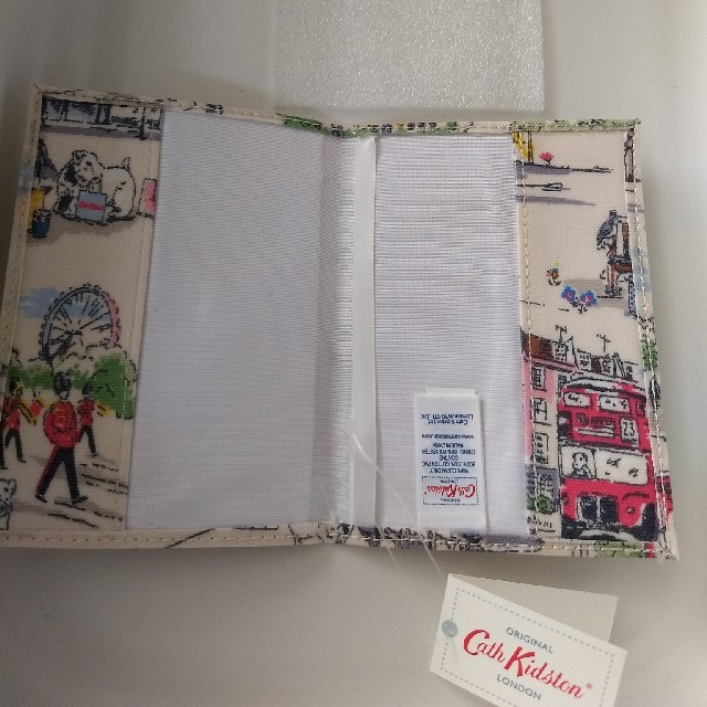 Cath Kidston(キャスキッドソン)の【新品】キャスキッドソンパスポートケース★ その他のその他(その他)の商品写真
