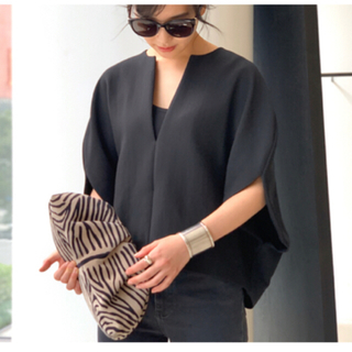 アパルトモンドゥーズィエムクラス(L'Appartement DEUXIEME CLASSE)のTOTEME  blouse ブラック M(38) アパルトモン(シャツ/ブラウス(半袖/袖なし))