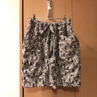 シップス(SHIPS)のSHIPS Sassily 水彩画のようなタッチのスカート シップス(ひざ丈スカート)