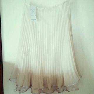 タグ付き新品オーガンジースカート(ひざ丈スカート)