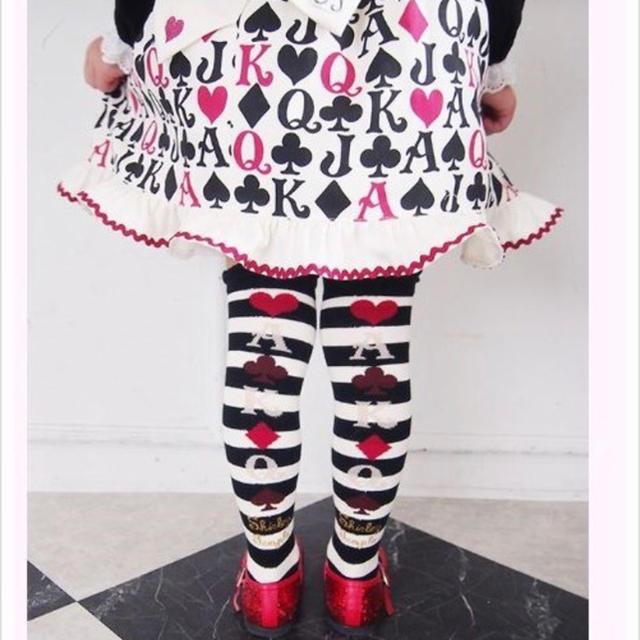 Shirley Temple(シャーリーテンプル)のクーポン利用可能 新品 シャーリーテンプル トランププリントニーハイソックス キッズ/ベビー/マタニティのこども用ファッション小物(靴下/タイツ)の商品写真
