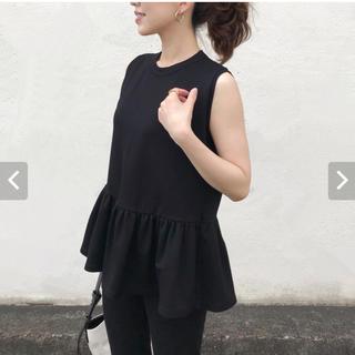 バーニーズニューヨーク(BARNEYS NEW YORK)の黒ノースリーブトップス(Tシャツ(半袖/袖なし))