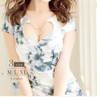 リュリュ(RyuRyu)のRyuRyu 花柄ドレス 胸元チェーンチャーム付きドレス(ミニドレス)