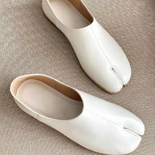 マルタンマルジェラ(Maison Martin Margiela)のメゾンマルジェラ パンプス ローファー 足袋 ホワイト(ローファー/革靴)