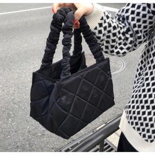 スナイデル(snidel)のキルティングトートバッグ ブラック 秋冬 分厚い しっかり 大きい 大容量 鞄(ハンドバッグ)