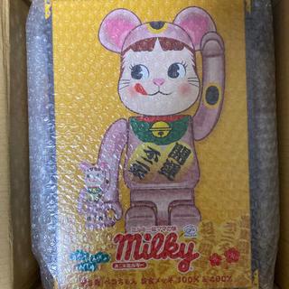 メディコムトイ(MEDICOM TOY)のBE@RBRICK 招き猫 ペコちゃん 桃金メッキ 100% & 400%(ぬいぐるみ/人形)