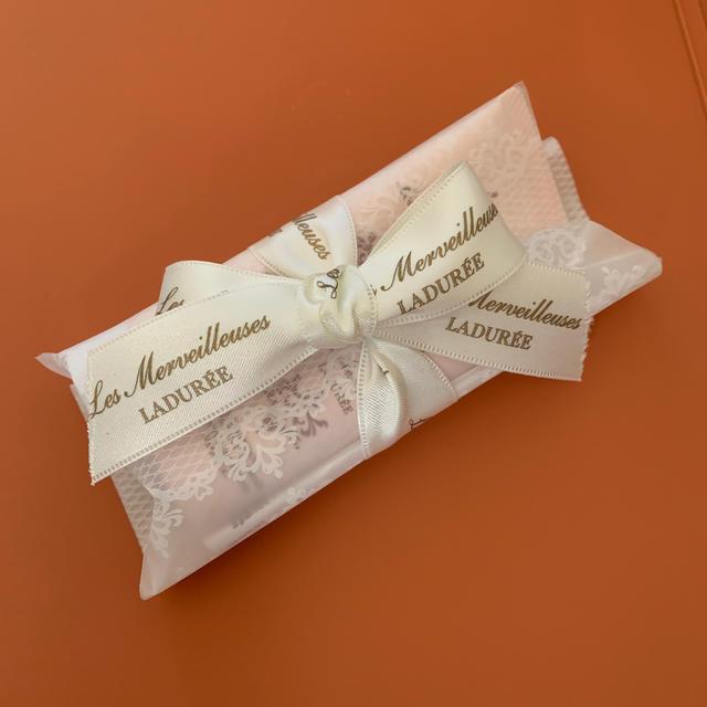 Les Merveilleuses LADUREE(レメルヴェイユーズラデュレ)のLes Merveilleuses LADURÉE  ギフト コスメ/美容のヘアケア/スタイリング(シャンプー/コンディショナーセット)の商品写真