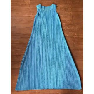 プリーツプリーズイッセイミヤケ(PLEATS PLEASE ISSEY MIYAKE)のイッセイミヤケ プリーツブリーズ ターコイズ色ロングドレスです。(ロングワンピース/マキシワンピース)