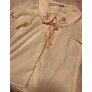 アマベル(Amavel)のアマベル ティーセット刺繍 半袖ブラウス(シャツ/ブラウス(半袖/袖なし))
