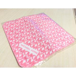 Michael Kors - 【値下げ】マイケルコース ハンドタオル ピンク ホワイト