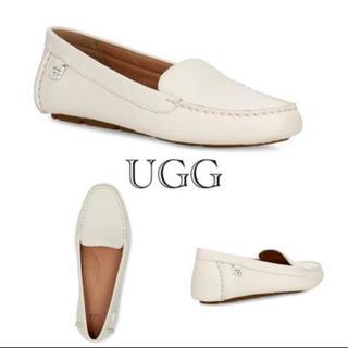 アグ(UGG)のUGG ローファー ホワイト レザー(ローファー/革靴)