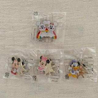 ミッキーマウス(ミッキーマウス)のディズニー ゲーム ピンバッジ 2011 クリスマス 雨の日限定(バッジ/ピンバッジ)