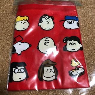 ピーナッツ(PEANUTS)のスヌーピー  茶巾袋 赤。ランチバッグ。(弁当用品)