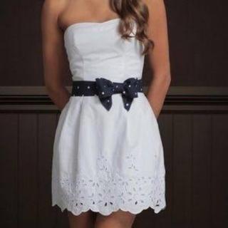 ホリスター(Hollister)のホワイトドレス(ひざ丈ワンピース)
